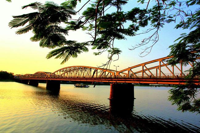 SÔNG HƯƠNG Nét đẹp thơ mộng trường tồn ở miền đất cố đô